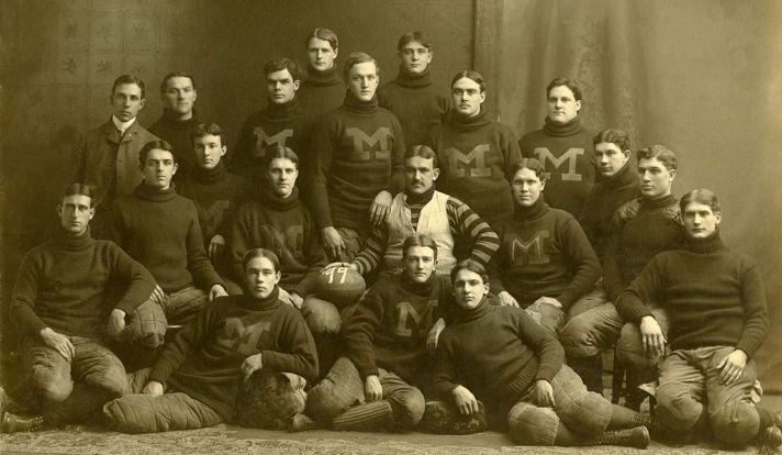 1024px-1899_Michigan_Wolverines_football_team.jpg